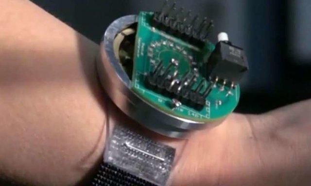 دستگاه پوشیدنی که از حرکت بازو انرژی فراوری می نماید