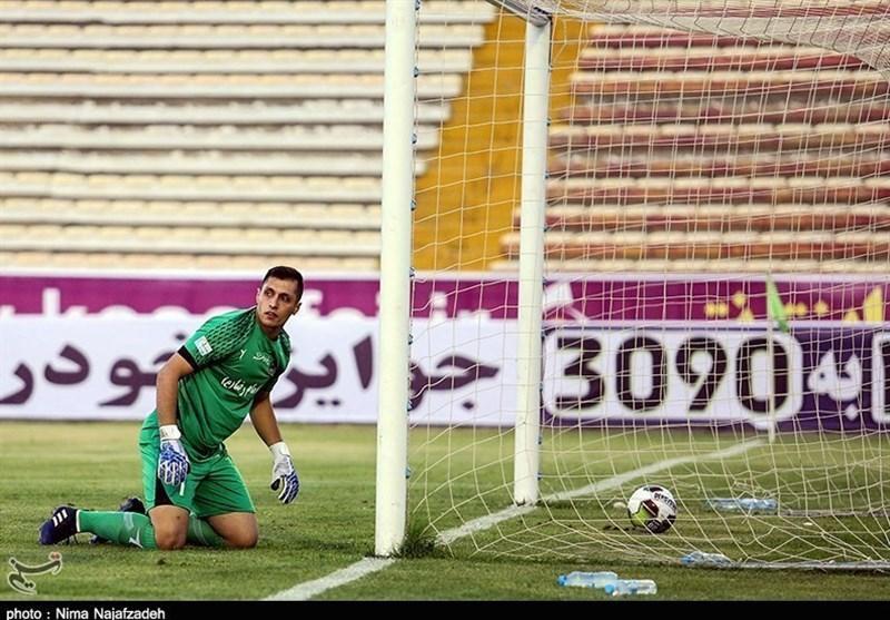 دوری یک ماهه دروازه بان پدیده از میادین فوتبال